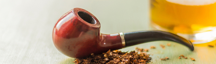 a_tobacco_pipe_and_glass_of_liquer_000061118414