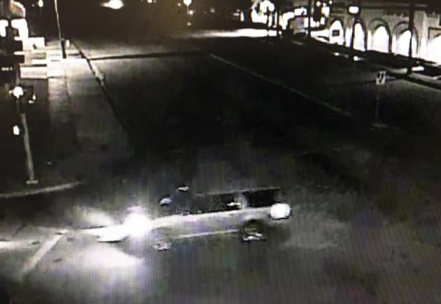 Image of the getaway SUV with the lights on