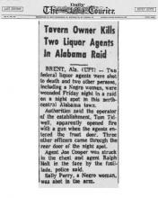 Artículo del periódico Daily Courier con el titular, Dueño de taberna mata a dos agentes de licores en redada de Alabama