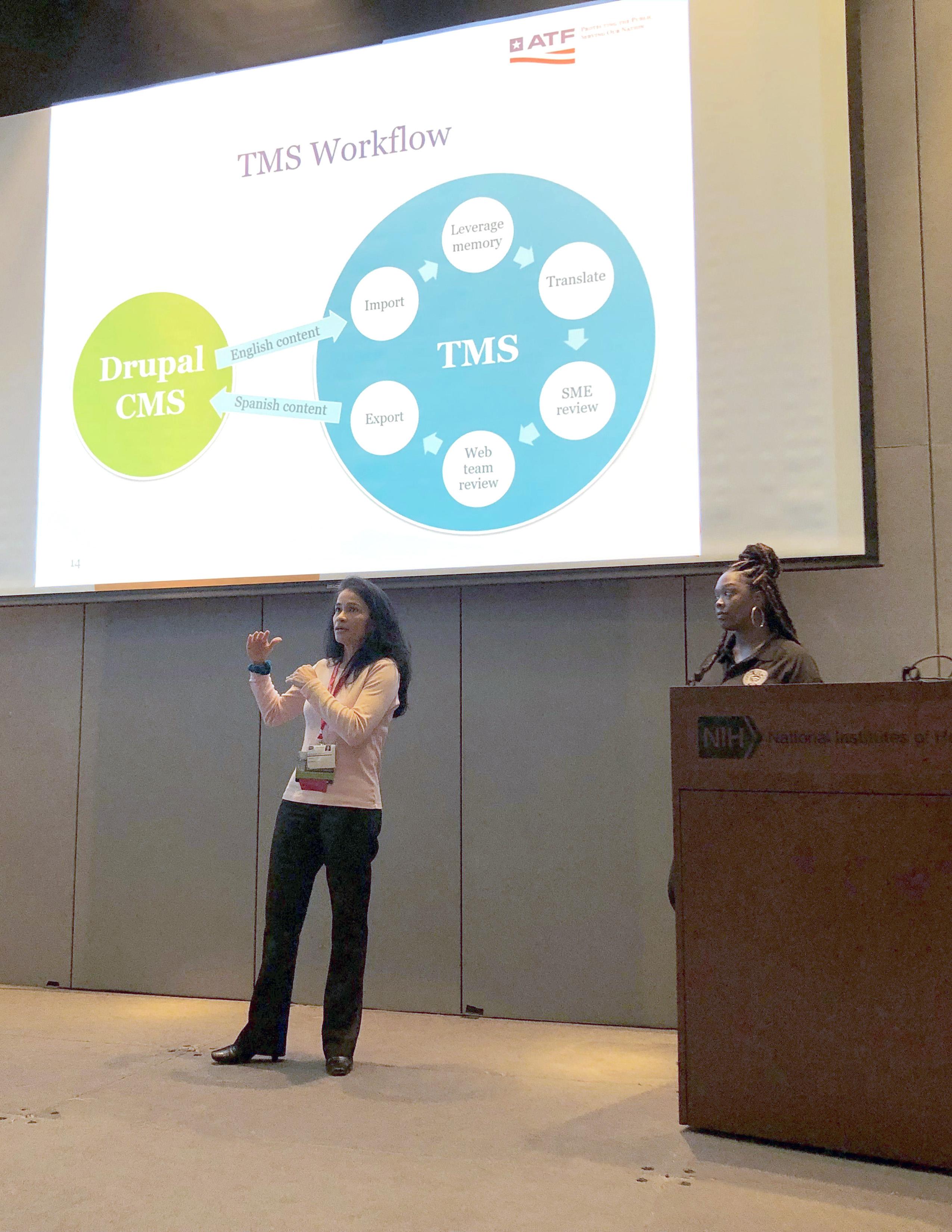 Mayela J. y NeKeisha P. hablan sobre el sitio de ATF en español frente al público en Drupal GovCon.