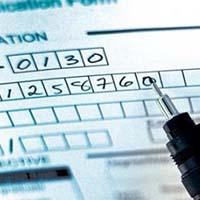 Un bolígrafo y un formulario