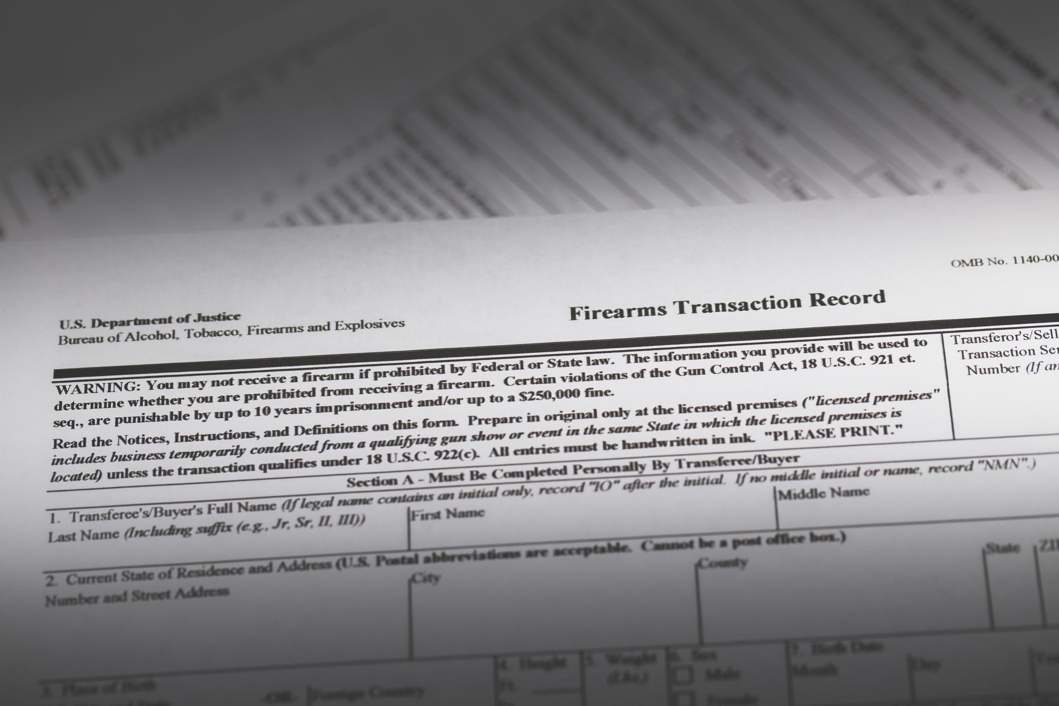 Copia en papel de un registro de transacción de armas de fuego